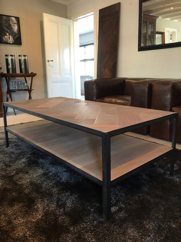 Industriele salon tafel